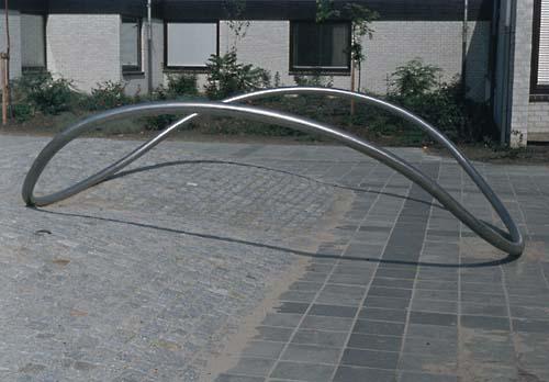 Zwijndrecht Holland - sculptures (site specific and public sculpture) in cities in Europe and America by Lucien den Arend - Walburg Project - discoid form - Gemini Tango - Volgerlanden